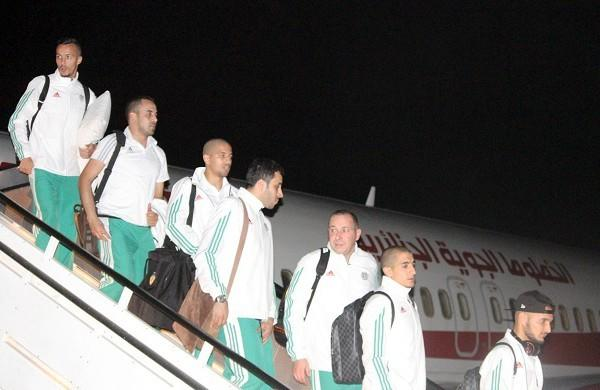بعثة المنتخب الجزائري تحط الرحال بمالابو