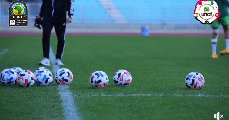 فيديو: منتخبا تونس والجزائر يختتمان تحضيراتهما لمواجهة الجولة الأولى